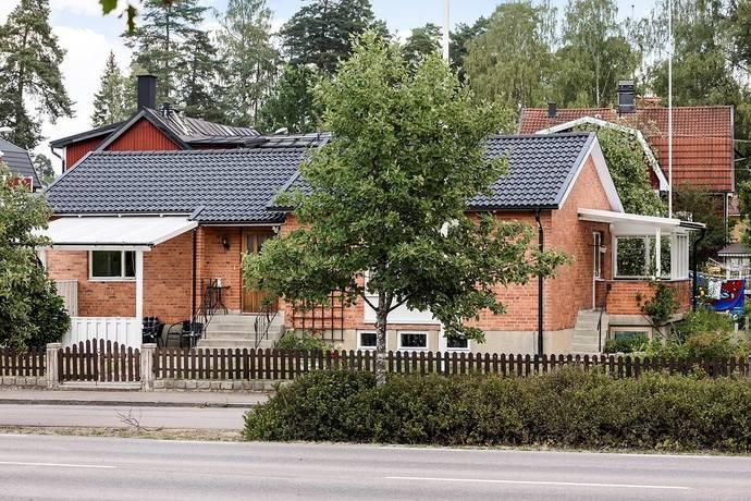 Bild: 6 rum villa på Ringvägen 56, Köpings kommun