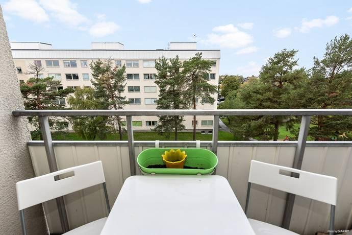 Bild: 5 rum bostadsrätt på Falkholmsgränd 17, Stockholms kommun Skärholmen