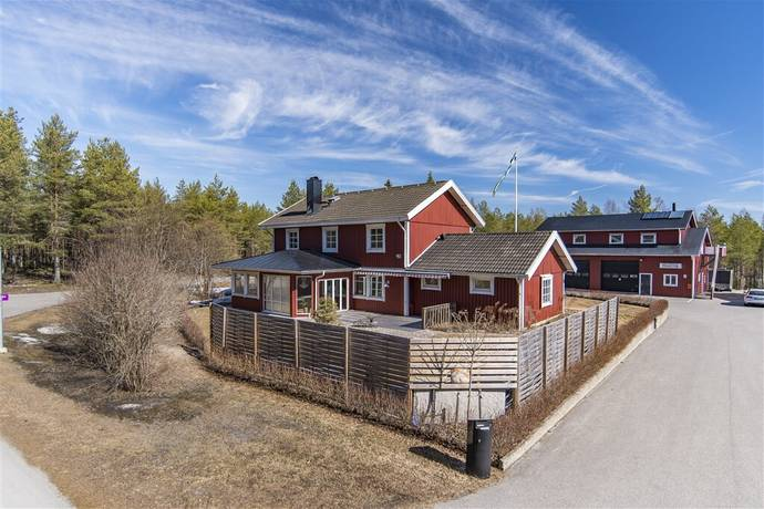 Bild: 8 rum villa på Kullavägen 90, Umeå kommun Umedalen
