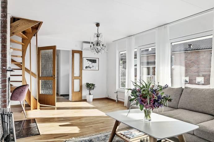Bild: 7 rum villa på Ensittarevägen 13, Partille kommun Furuskog