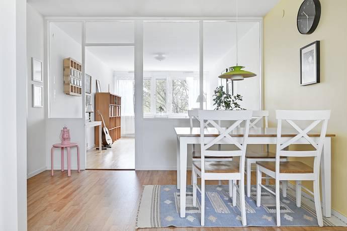 Bild: 2 rum bostadsrätt på Loftvägen 10, Huddinge kommun Skogås