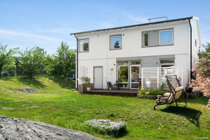 Bild: 8 rum villa på Kvarndammsringen 57, Värmdö kommun Charlottendal