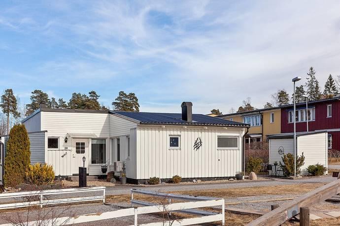 Bild: 4 rum villa på Tallbacksvägen 29, Nykvarns kommun Nykvarn