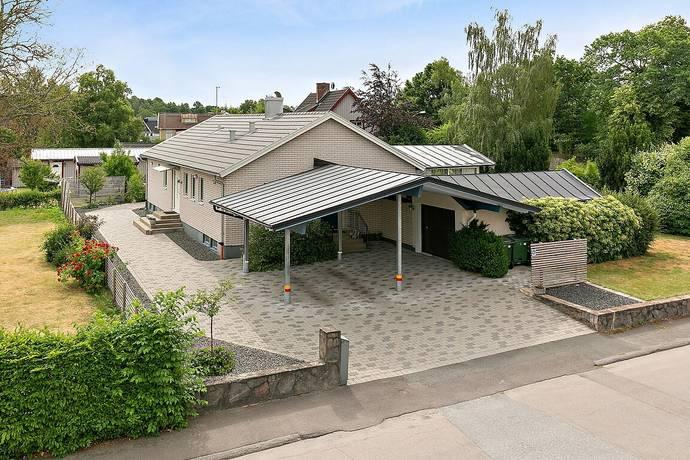Bild: 7 rum villa på Kristianstadsgatan 5/Ebbarpsvägen 9, Osby kommun Osby