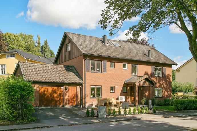 Bild: 8 rum villa på Kinnekullegatan 32, Skara kommun Västermalm