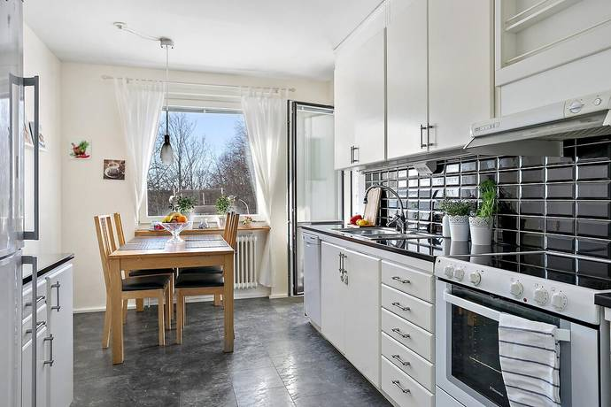 Bild: 3 rum bostadsrätt på Skrakgränd 9, 1 tr, Stockholms kommun Fagersjö