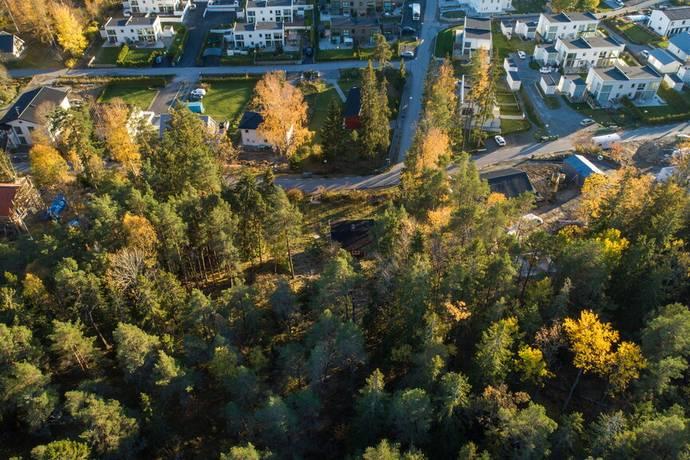 Bild: tomt på Gamla Stockholmsvägen 222A, Huddinge kommun Glömsta - Huddinge