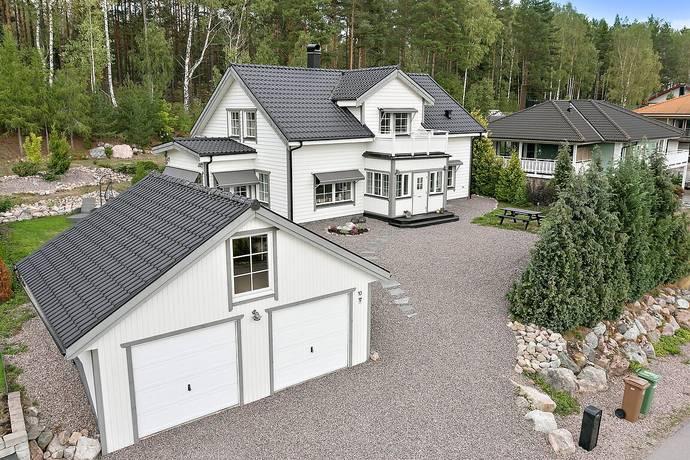 Bild: 5 rum villa på Hilledalsvägen 10, Nyköpings kommun