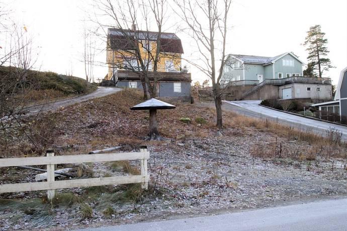 Bild: tomt på Åkervägen 5b, Huddinge kommun