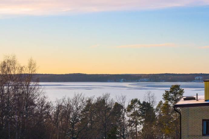 Bild: 5 rum bostadsrätt på Turbingränd 24, Järfälla kommun Kallhäll