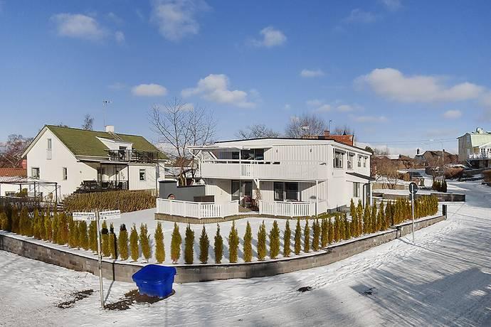 Bild: 7 rum villa på Mossrosbacken 18, Stockholms kommun Hässelby Villastad Södra