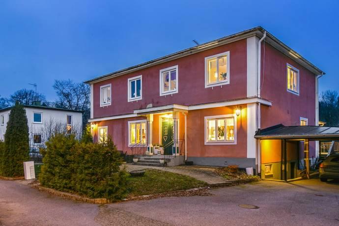 Bild: 9 rum villa på Sockenvägen  32, Hallsbergs kommun Sköllersta