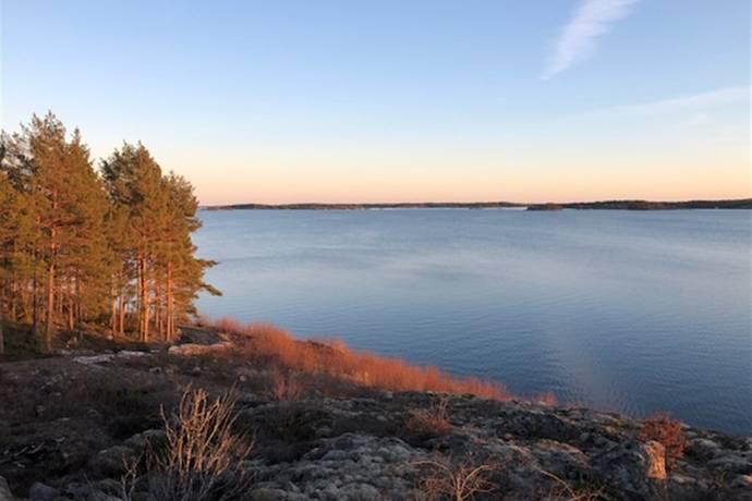 Bild: 1275 m² gård/skog på Rönö, Norrköpings kommun Vikbolandet