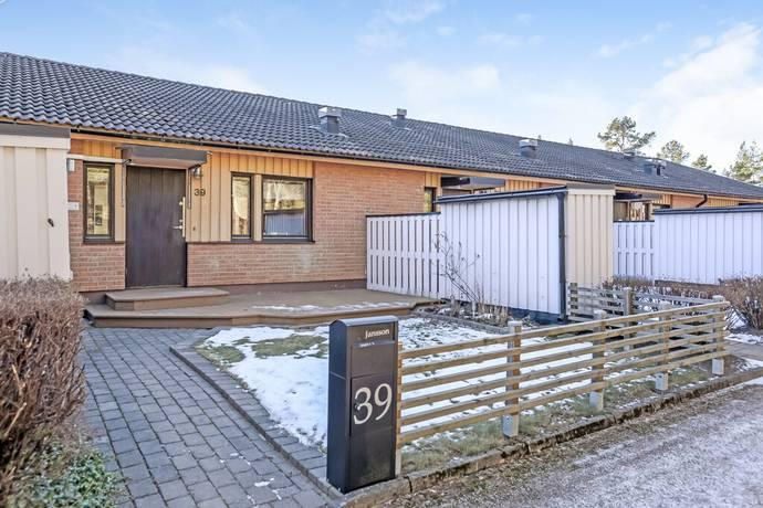 Bild: 2 rum bostadsrätt på Albertinas väg 39, Östhammars kommun Alunda