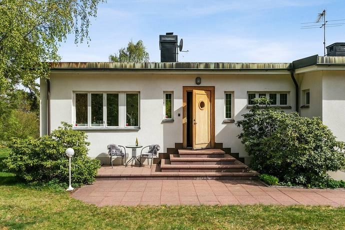 Bild: 3 rum villa på Skogsvägen 25, Strängnäs kommun CENTRALT