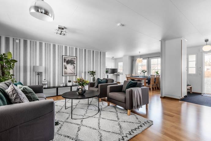 Bild: 5 rum villa på Berberisvägen 26, Upplands-Bro kommun Bro - Rosenängen