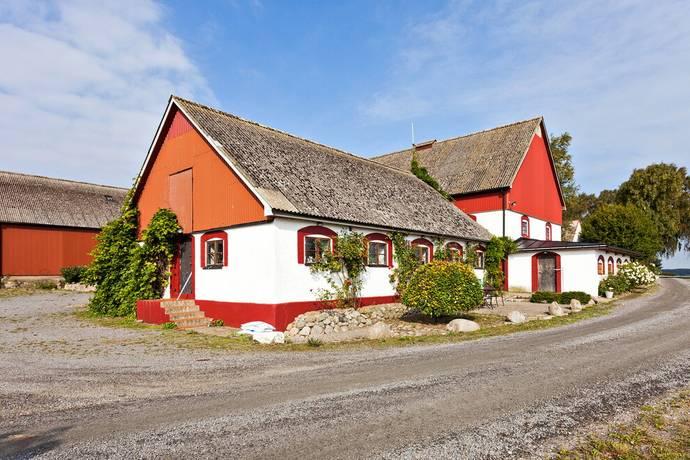 Bild: 23 rum gård/skog på Skälhögsvägen 177, Ystads kommun Sövestad