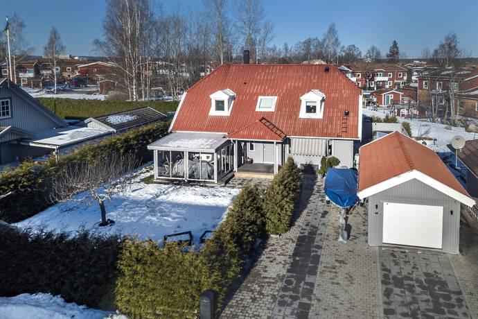 Bild: 7 rum villa på Vadarvägen 4, Örebro kommun