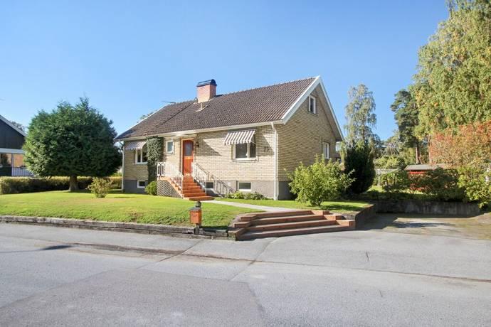 Bild: 5 rum villa på Kinneviksvägen 23, Lidköpings kommun Tofta