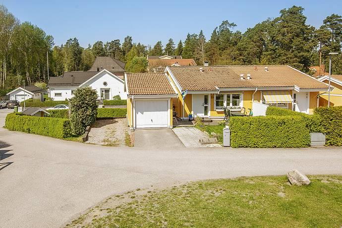 Bild: 4 rum villa på Rosenhillsvägen 35, Upplands Väsby kommun Bollstanäs