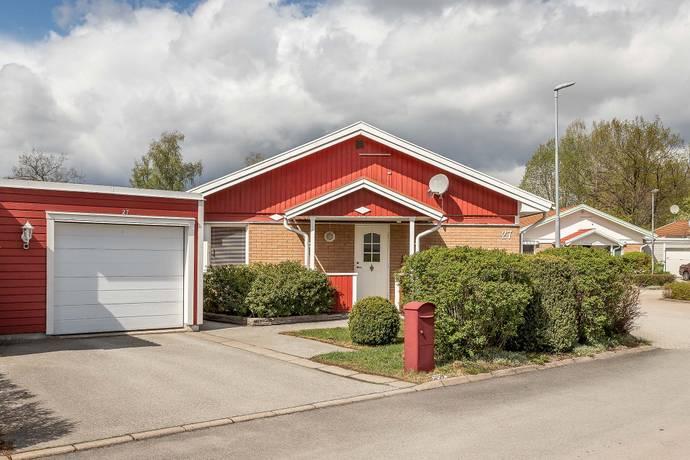 Bild: 5 rum villa på Träsnidarvägen 27, Västerås kommun Erikslund