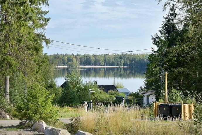 Bild: tomt på Älgnäsvägen 2, Nykvarns kommun Furås