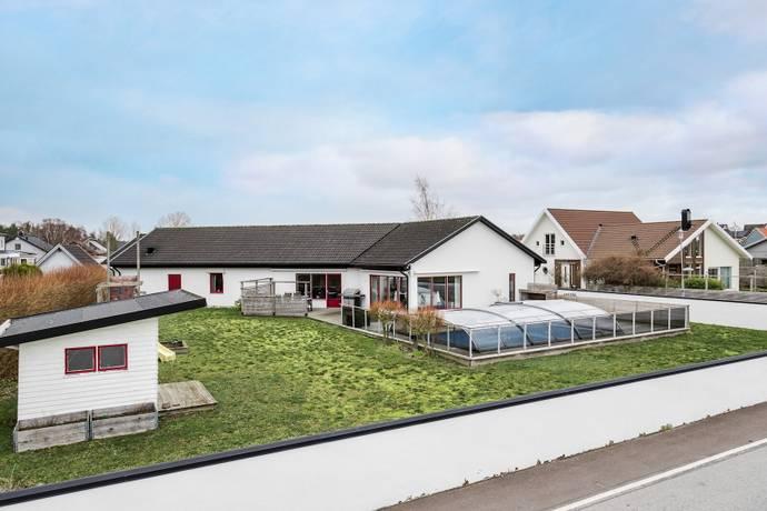 Bild: 4 rum villa på Ensittarvägen 1, Kävlinge kommun Furulund