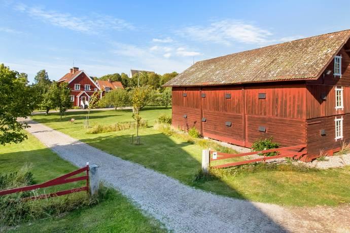 Bild: 7 rum gård/skog på Åsvägen 20, Sala kommun Möklinta