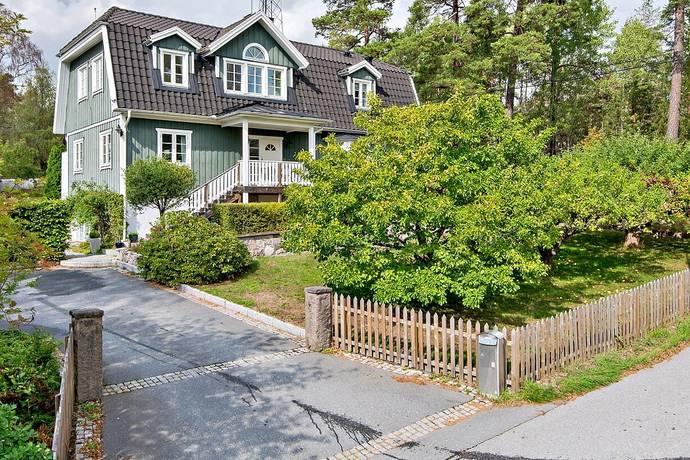 Bild: 8 rum villa på Bergvägen 3, Danderyds kommun Enebyberg