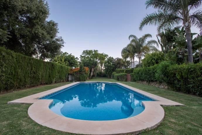 Bild: 4 rum villa på Parhus i Guadelmina Baja med 3 sovrum., Spanien Marbella - Guadalmina