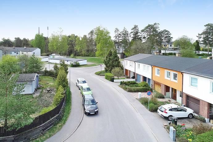 Bild: 6 rum radhus på Friherregatan 127, Stockholms kommun Hässelby Villastad