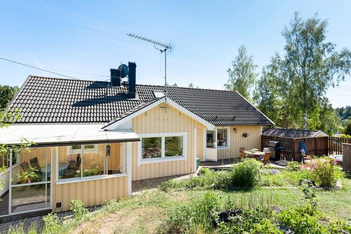 Bild: 7 rum villa på Lilla Solgårdsvägen 8, Huddinge kommun