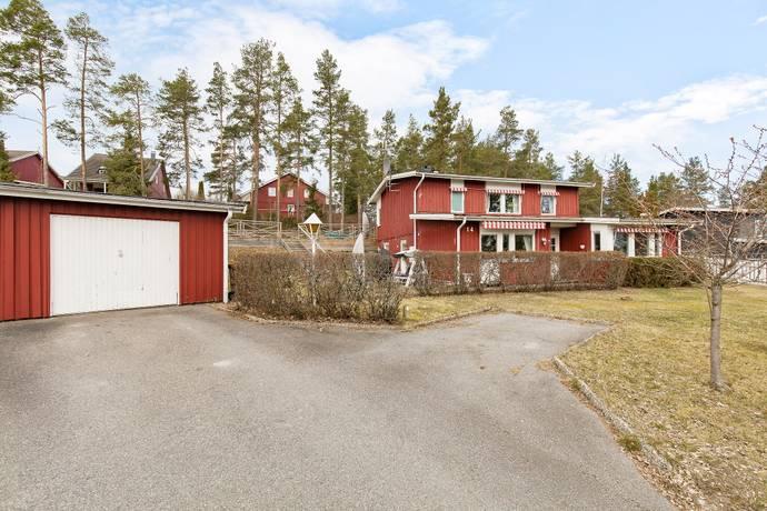 Bild: 6 rum villa på Solåsvägen 14, Eskilstuna kommun Borsökna
