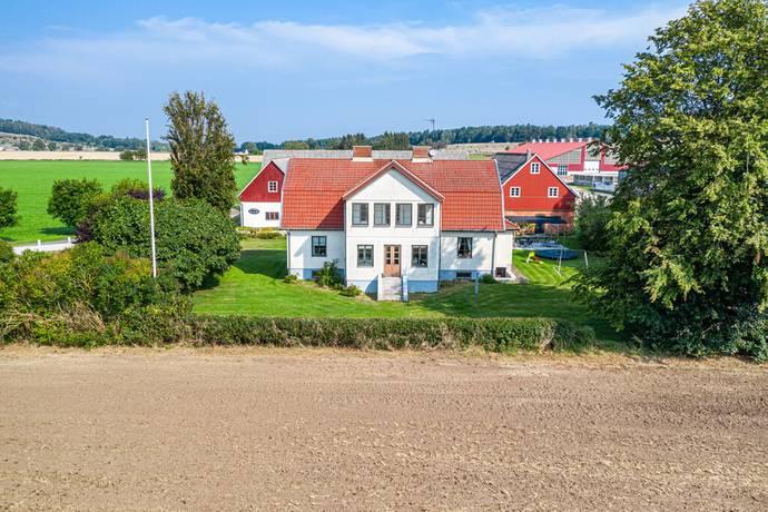 Bild: 7 rum gård/skog på Henning Anderssons väg 154, Kristianstads kommun Fjälkinge