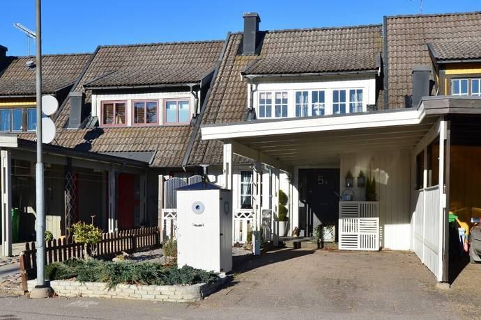 Bild: 3 rum radhus på Folke Dahlbergs väg 5, Mariestads kommun Sjötorp
