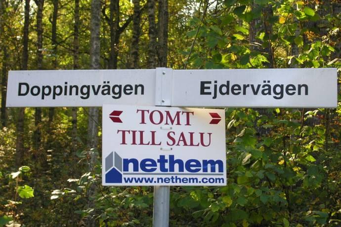 Bild: tomt på Doppingvägen 3, Arboga kommun Björkudden