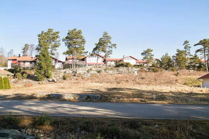 Bild: tomt på Södra Bredfjällsvägen 6, Strömstads kommun Öddö