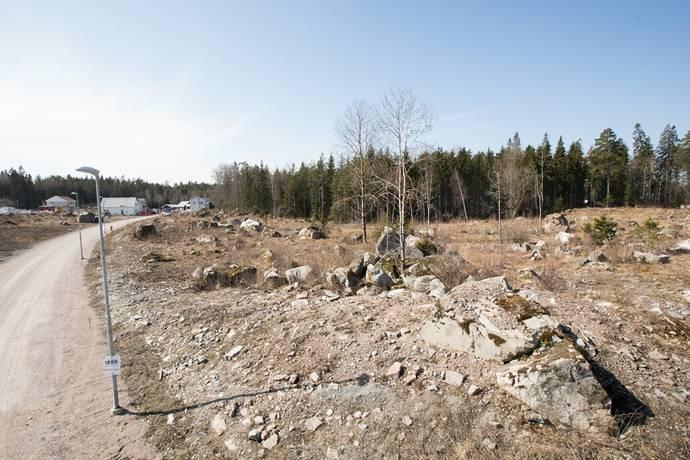 Bild: tomt på Ryttartorpsvägen 3, Uppsala kommun Lindbacken