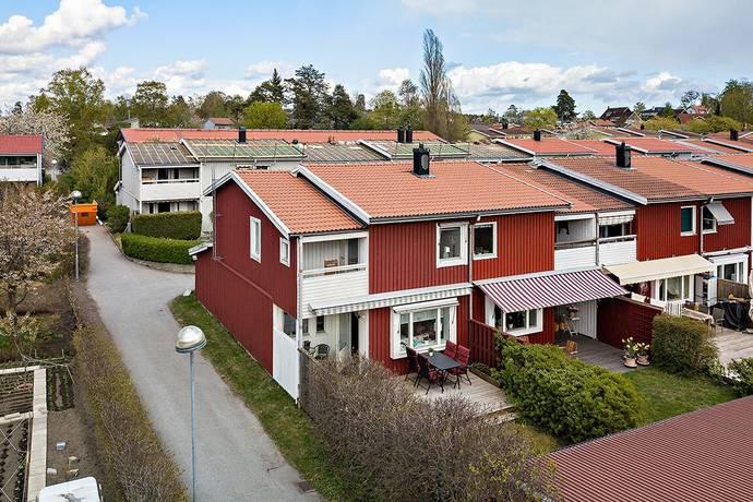 Bild: 4 rum radhus på Sandviksvägen 176, Stockholms kommun Hässelby Södra Villastad
