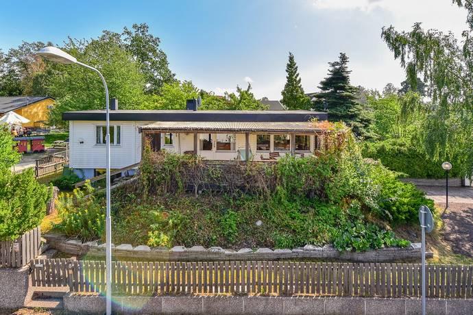 Bild: 6 rum villa på Blomodlarvägen 8, Stockholms kommun Hässelby Villastad
