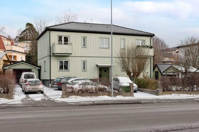 Bild: 216 m² villa på Birkavägen 24, Södertälje kommun Grusåsen