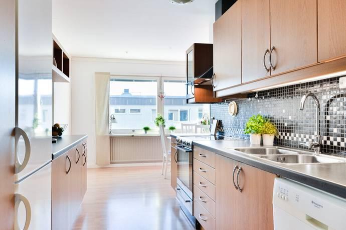 Bild: 3 rum bostadsrätt på Hallonvägen 74, 2tr, Upplands-Bro kommun Tibble - Kungsängen