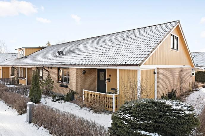 Bild: 4 rum radhus på Irisvägen 88, Västerås kommun Norra Gryta