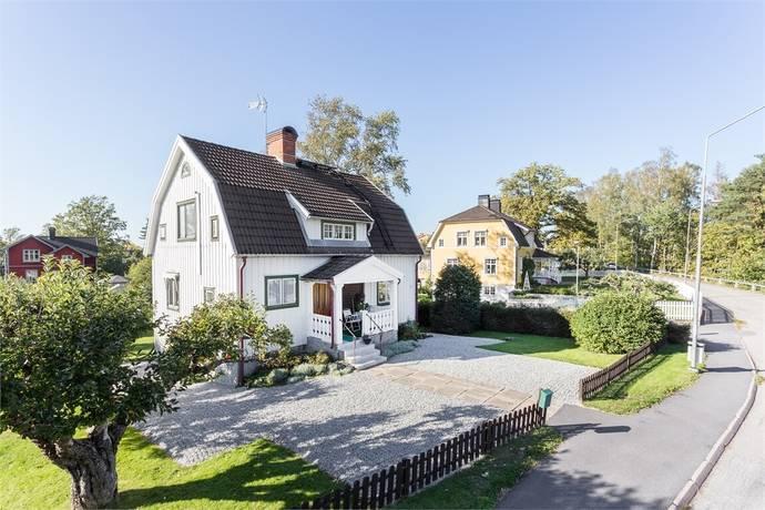 Bild: 4 rum villa på Kyrkvägen 14, Lindesbergs kommun Frövi