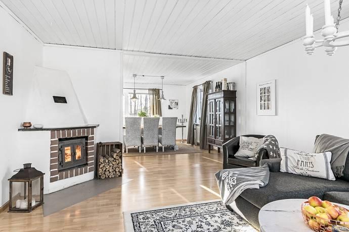 Bild: 5 rum villa på Vänsta 4, Hallstahammars kommun KOLBÄCK