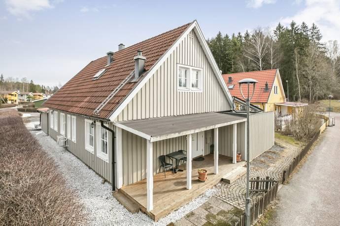 Bild: 6 rum villa på Björnstigen 8, Köpings kommun