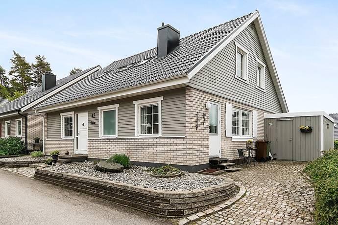 Bild: 6 rum villa på Hästskovägen 42, Vänersborgs kommun Mariedal