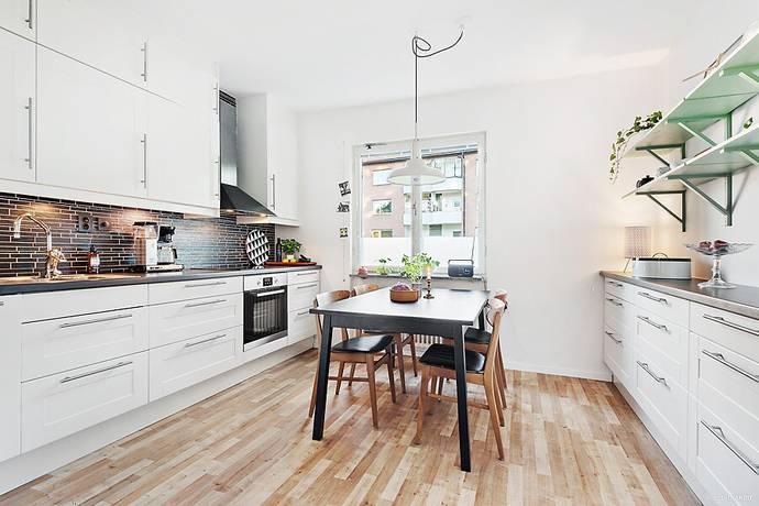 Bild: 3 rum bostadsrätt på Fyrskeppsvägen 110, ½ tr, Stockholms kommun Kärrtorp