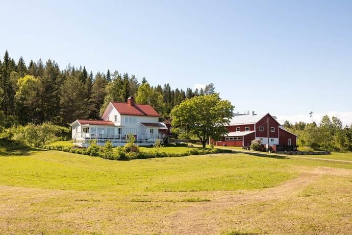 köpa gård med skog