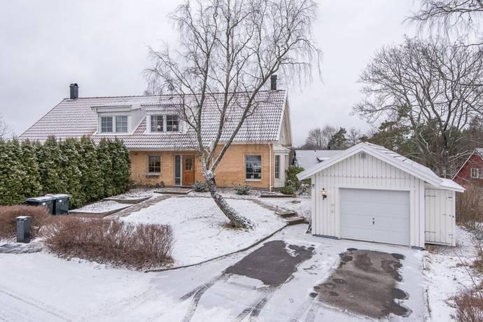 Bild: 5 rum radhus på Berghällavägen 15B, Norrköpings kommun Åby